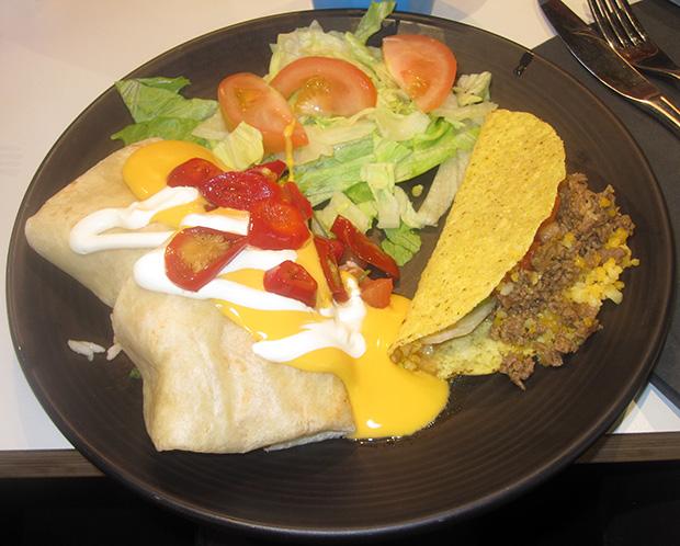Burrito-lautanen tacolla.