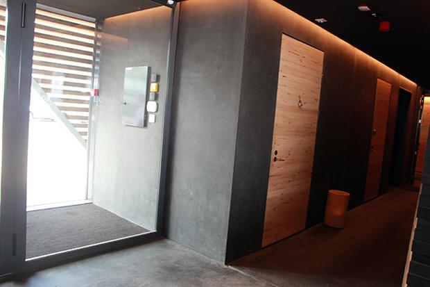 Esteetön sisäänkäynti ja inva-wc