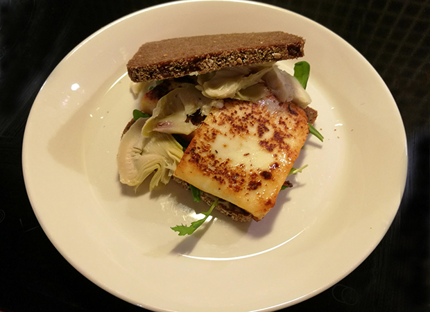 Rye bread sandwich with Grilling cheese